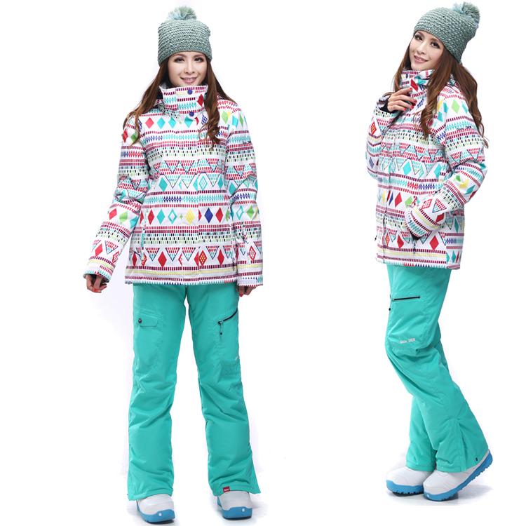 Спортивные лыжные костюмы женские