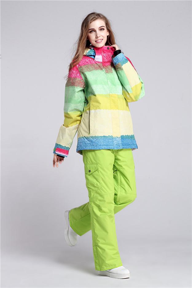 Женские зимние костюмы