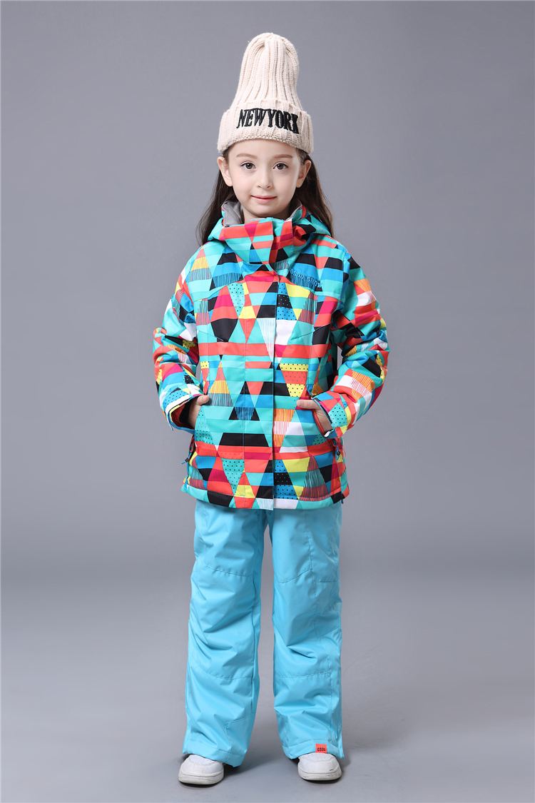 Детский зимний водонепроницаемый горнолыжный и сноубордический костюм GSOU SNOW с доставкой дешево, купить горнолыжный костюм для девочки в интернет магазине по недорогой цене, красивая и модная горнолыжная одежда для мальчика, зимние спортивные костюмы распродажа, каталог качественных и хороших горнолыжных костюмов, лучшие горнолыжные костюмы фото, модные теплые, дышащие ветрозащитные сноубордические костюмы для детей 2015 2016 2017 2018 2019 2020 фото, стильные яркие горнолыжные костюмы для маленьких от производителя с доставкой по россии 2016, заказать детский костюм на сайте, дышащий водонепроницаемый ветрозащитный детский горнолыжный костюм интернет магазин фото